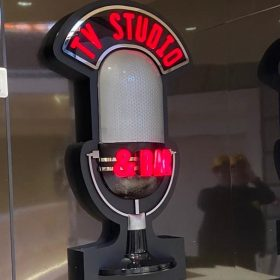 Insegna Luminosa TV STUDIO & BAR